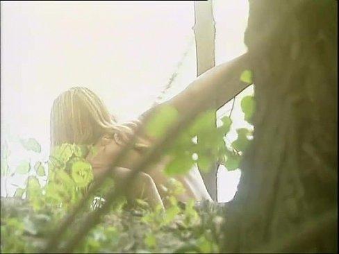 Salbatica Se Fute Cu Unul Care Face Pe Tarzan Prin Padure
