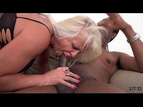 Blonda Matura La Vreo 59 Ani Si-L Baga Anal Usor