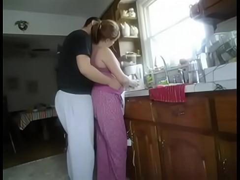 Fodendo A Mulher Na Cozinha