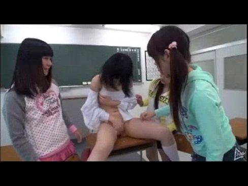 【xvideos】童顔な女の子のオシッコレイプ無料エロ動画。【女の子動...