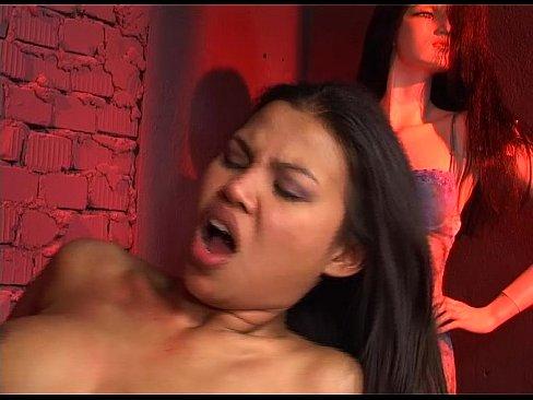 Sexo na loja em backdoor