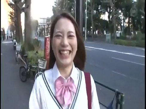 【JK動画】街で声掛けた素人女子校生にフェラ抜きしてもらって大量射精!