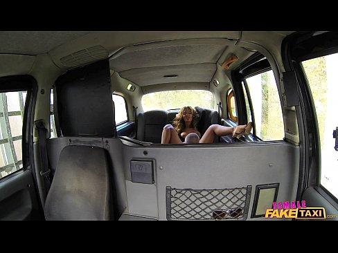Motorista de taxi gosta de uma pica dura