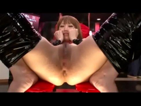 奴隷と化した読モの美女がお尻の穴を調教される!セックス動画