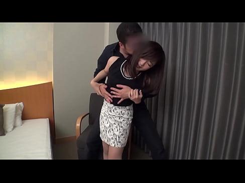 ほろ酔いなスレンダー素人美女をホテルに連れ込みハメ撮り開始!69で愛撫し合い性器を重ねる!