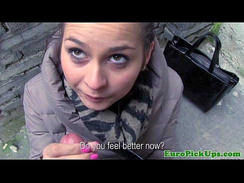 Face Un Blowjob Sexy De Prima Clasa Cu Geaca Pe Ea