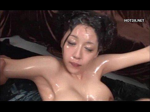 爆乳の姉の無料熟女動画。爆乳お姉様がめちゃくそ精液が出まくるもの凄いチ...
