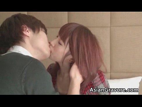 【橘ひなた】激かわ美少女と長い時間キスしたあとはねっとりと舌を絡める...