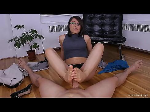 Fututa In Timp Ce Doarme O Sexretara Face Laba Cu Picioarele