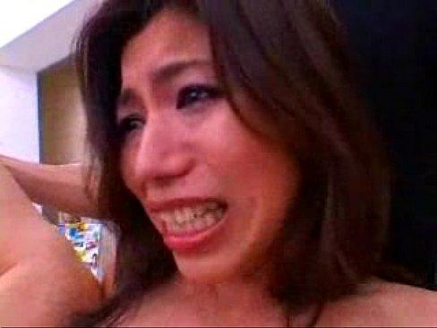 【熟女熟女エロ動画】松浦ゆき巨乳なドM熟女をコンビニの店内でハメる3P...