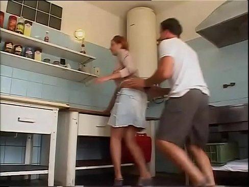 Coroa Muito Gostosa Sendo Enrabada Na Cozinha Por Novinho