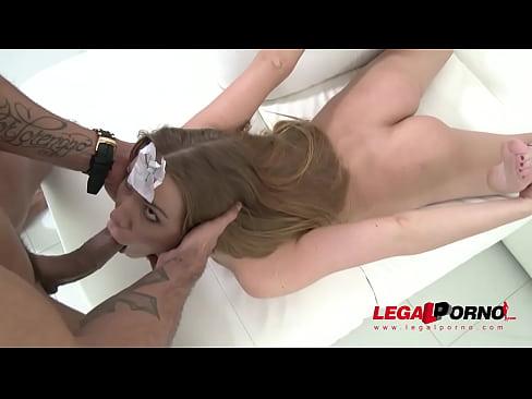 Sexo grupal super excitante com a branquinha