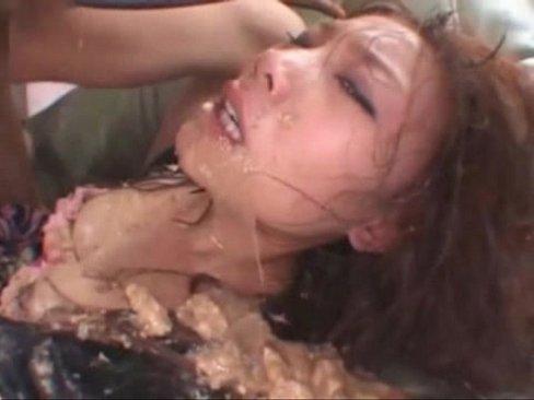 これはヒドい…観覧注意マニアックエロ動画…ゲロまみれになりながイラマチオ…、、  素人