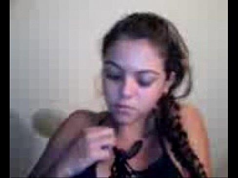 Novinha caiu na net tocando uma siririca deliciosa