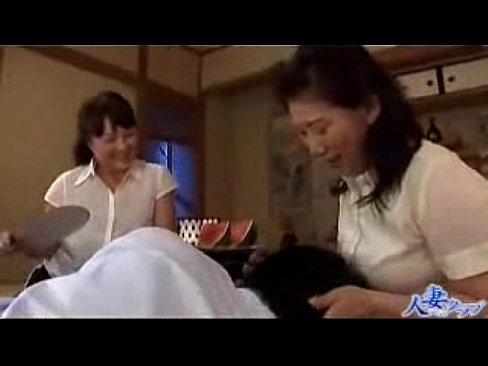 巨乳の熟女のフェラ無料おばさん動画。ぽっちゃり巨乳の淫乱熟女達が若い男...
