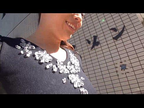 【人妻ナンパ動画】平日の昼間に暇そうに歩いている人妻をナンパしパコる
