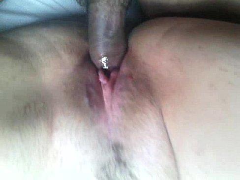 Sexo caseiro jovem gozando na buceta da sua madrasta gordinha