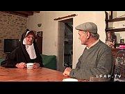 Picture Une vieille nonne baisee et sodomisee par Pa...