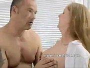 Filha loira transando com o seu pai