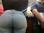 Picture Morena Culona de jeans en el Orinokia Mall