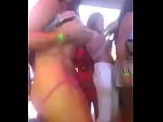 Picture Latina se calienta en baile y ensena