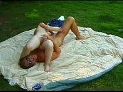 Picture Brincando com a anazinha ao ar livre