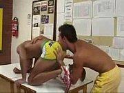 Alunos gays fodendo na sala da faculdade
