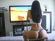 Picture Entangada Jugando a La PlayStation