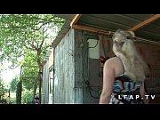 Picture Jolie petite cochonne aux gros seins et au g...