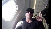 Johnny Sins no avião com uma fan
