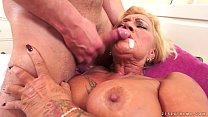 Video de incesto com safado enchendo a boca da mãe de porra