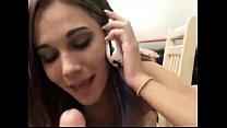 Deu a buceta pro amante, falando ao telefone.