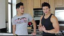 Chineses safadinhos cheios de músculos no sexo gay