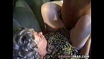 Velha deu a sua buceta para o seu novinho