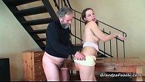 Avô e neta transando no incesto porno