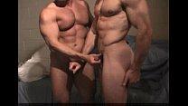 Video gay amador com dois homens musculosos transando