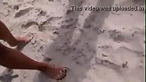 mulher melao nua na praia