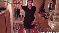 Lelijke moeder met bril gaat vreemd met de buurman