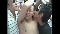 นักเรียนชายหนุ่มโดนรุมเย็ดบนรถไฟอย่างเสียวเลยนะเนี่ยโหดมาก