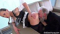 Vovô fazendo sexo gostoso com a sua neta safada