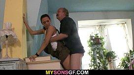 Pai fodeu a sua filha mais velha com imenso tesão