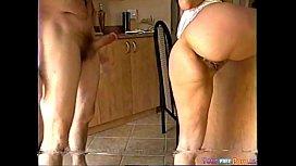 Milf transando com maridão na cozinha