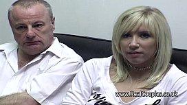 Pai fazendo sexo com a sua filha loira