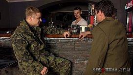 Gay άγριο τρίο στον στρατό