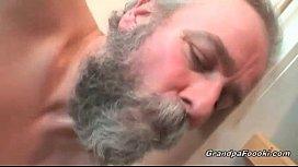 Grande pai fazendo sexo com a sua filha querida
