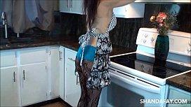 Coroa gostosa transando na cozinha de casa