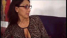 Garotão faz sexo com a sua professora madura