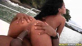 Morena devassa transando na praia da Bahia