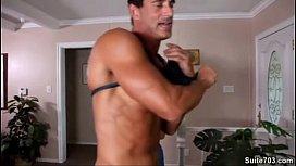Gay άντρες με ωραία γυμνασμένα κορμιά γαμιούνται πισωκολλητό