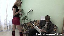 Pai fazendo sexo com a sua linda filha